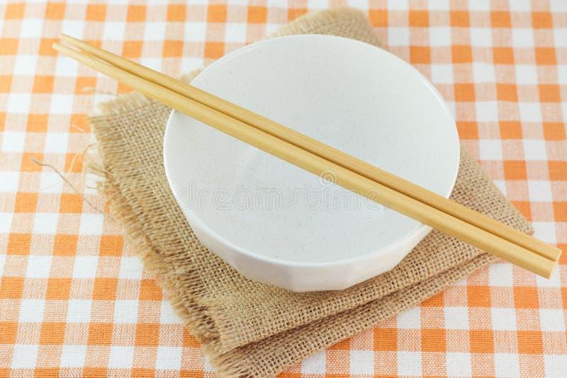 Puchar i chopsticks obrazy stock