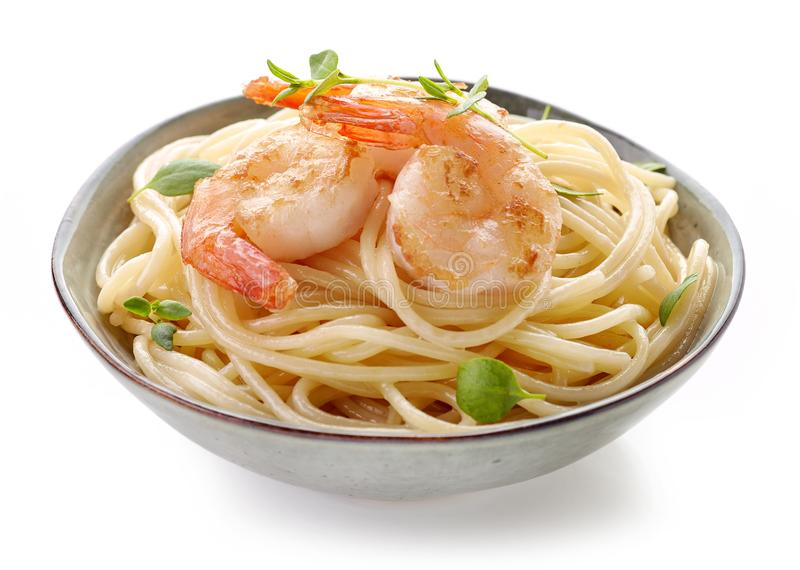 Puchar spaghetti i smażyć krewetki fotografia royalty free
