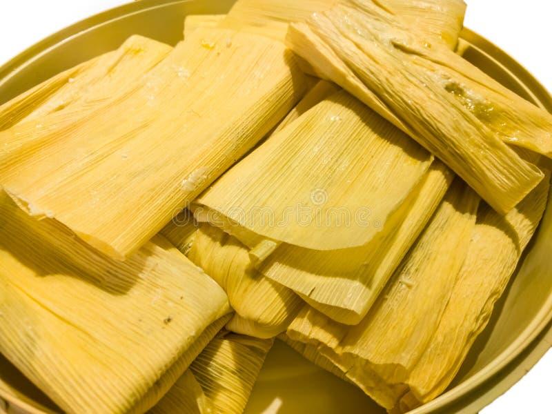 Puchar tamales przygotowywający dekatyzującym lub gotuje Meksykański jedzenie obraz stock