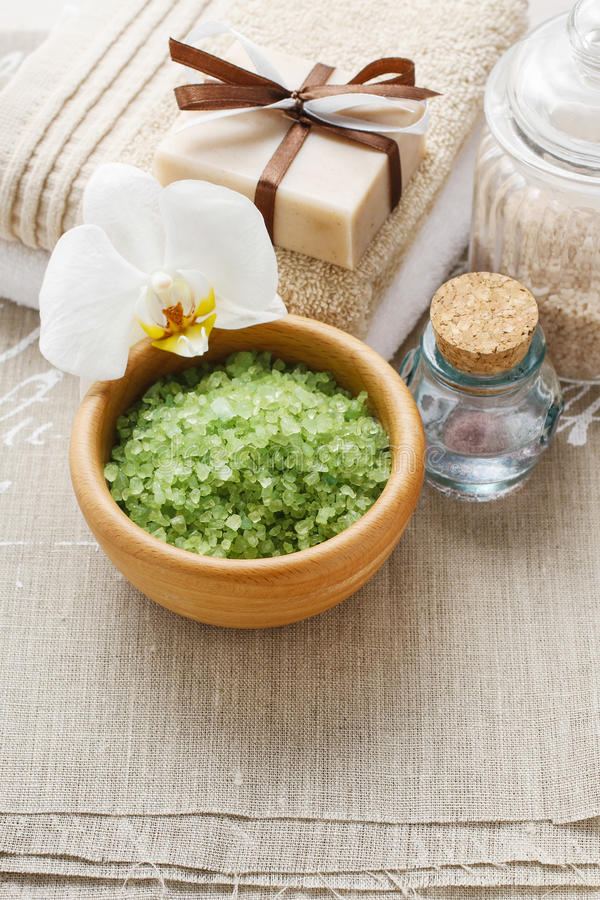Puchar zielonego morza sól zdjęcie royalty free