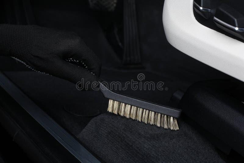 pucharu samochodowy dźwignięcie podnosząca nafciana zastępstwa usługa Cleaning wnętrze szorowania muśnięciem obrazy stock