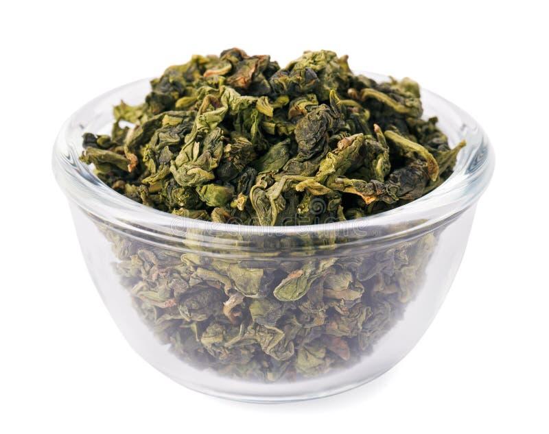pucharu szkła zieleni rozsypiska liść herbata przejrzysta obraz royalty free