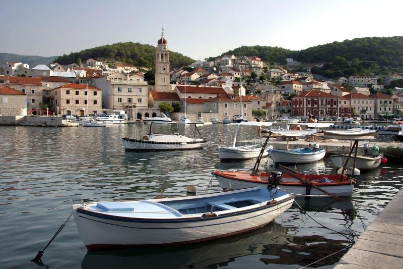 Pucisca en la isla de Brac, Croacia foto de archivo