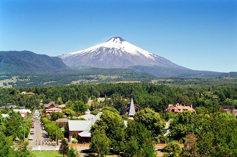 Pucon und Villarica Vulkan, Chile lizenzfreie stockfotografie