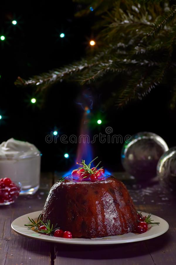 Pudín ardiente de la Navidad foto de archivo