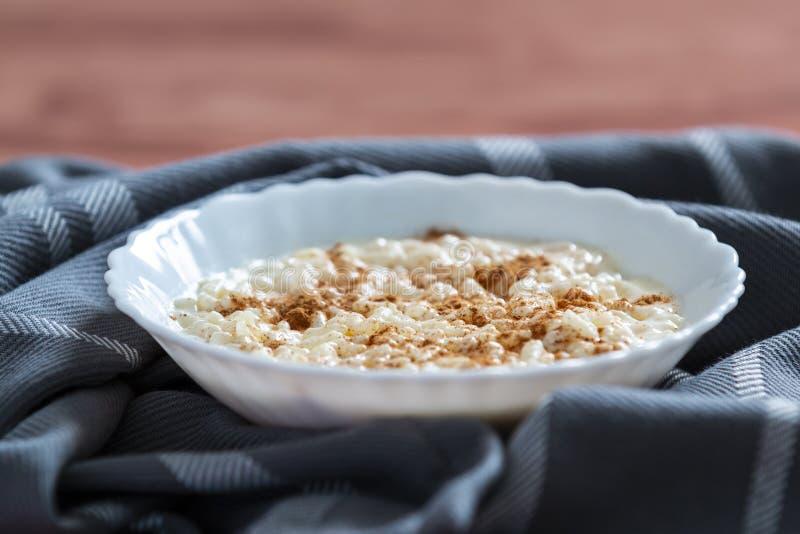 Pudín de arroz cremoso con cinamomo imagen de archivo libre de regalías