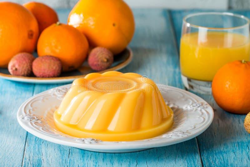 pudín mango-naranja imagen de archivo