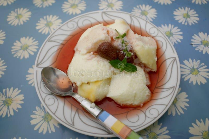 Pudding av mannagryn royaltyfri bild