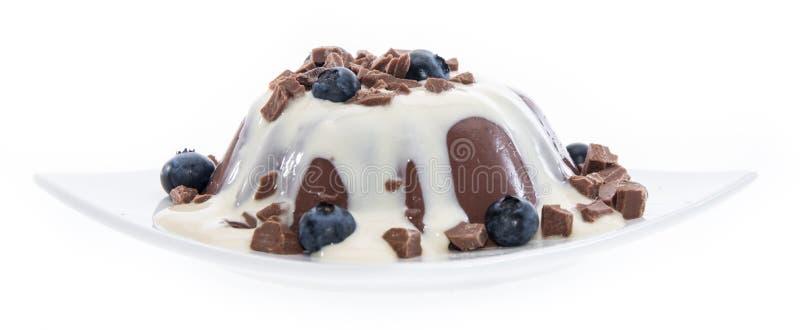 Pudding avec de la sauce à vanille d'isolement sur le blanc image stock