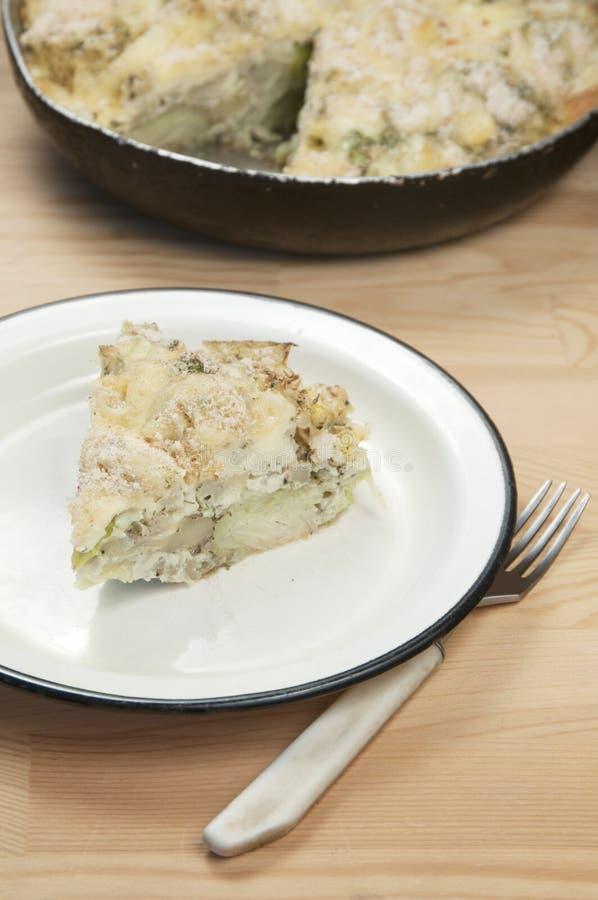 Pudding cuit au four avec le chou et le chou-fleur images libres de droits