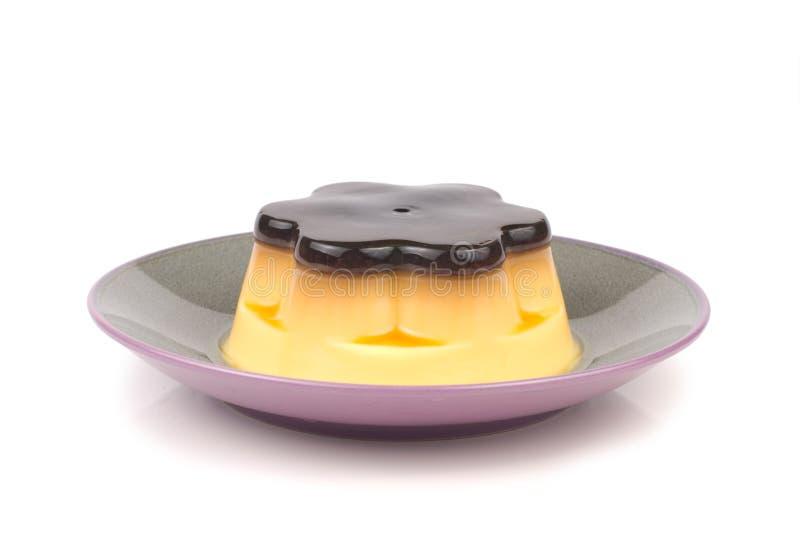 Pudding délicieux d'isolement d'oeufs dans le paraboloïde photo libre de droits