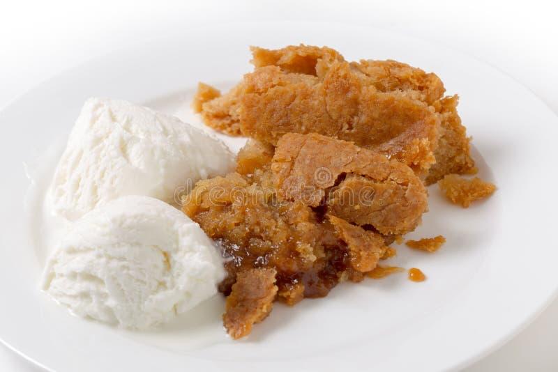 Pudding d'étang du Sussex de citron et crème glacée traditionnels photos stock