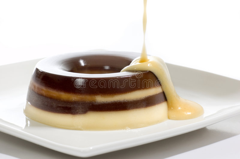 Pudding de caramel avec de la crème de Fla images libres de droits
