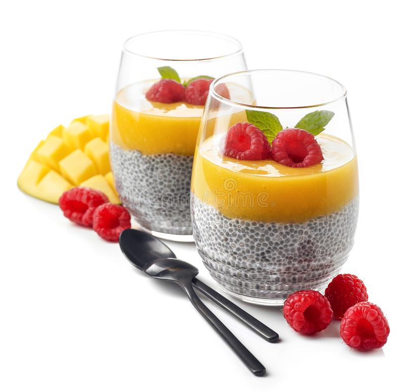 Pudding de Chia avec de la sauce à mangue images stock