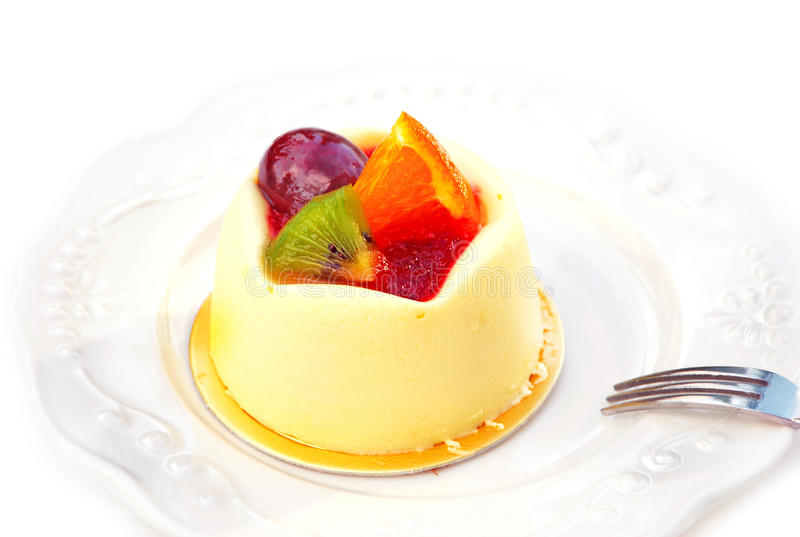 Pudding de vanille avec le fruit images stock