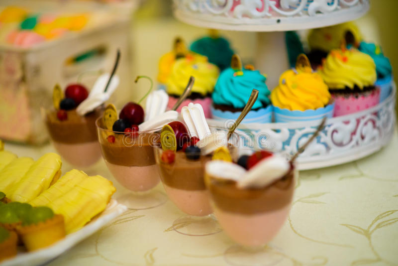 Pudding und Bonbons lizenzfreie stockfotografie