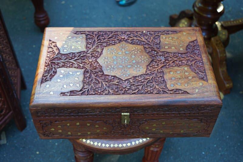 Pudełko robić mahoń z Indiańskimi ornamentami zdjęcia royalty free