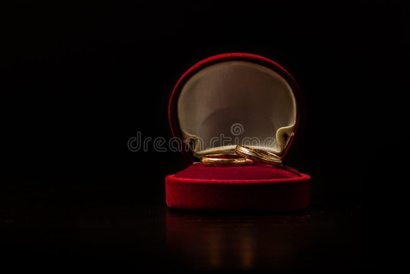 pudełkowata czerwień dzwoni dwa target536_1_ zdjęcia royalty free