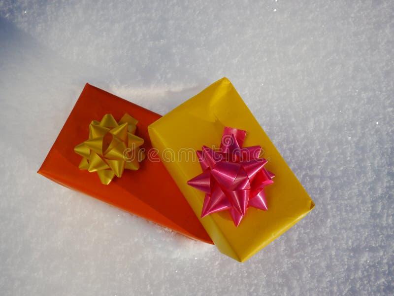 pudełek prezenta śnieg zdjęcie stock