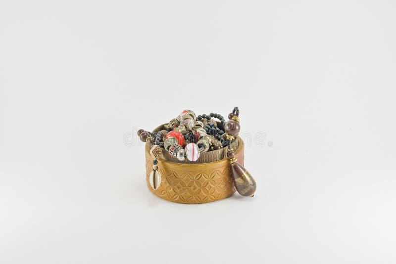 Pudełko z koliami i bransoletkami zdjęcia royalty free