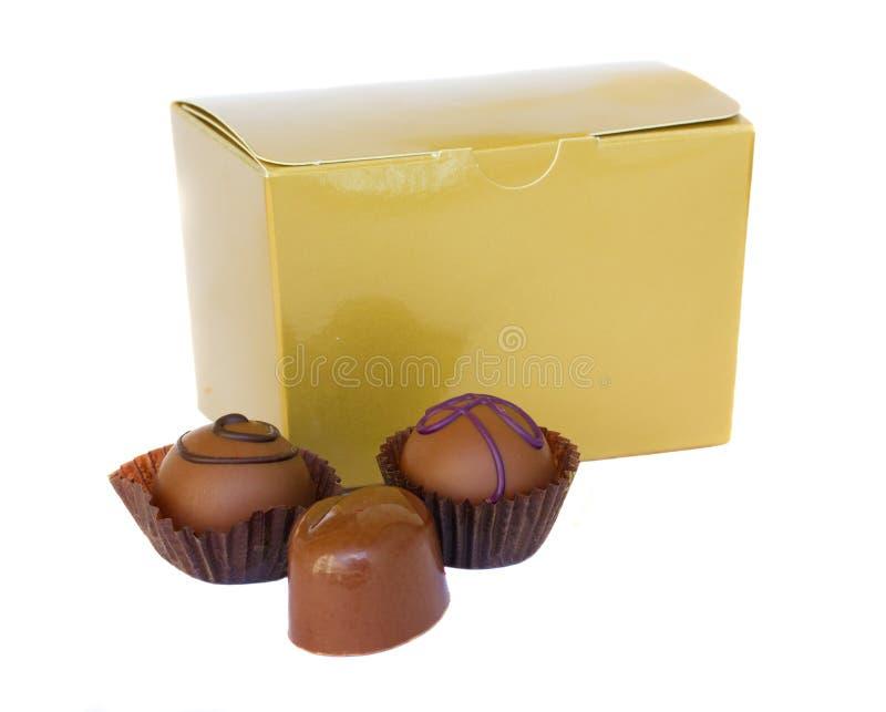pudełkowaci czekoladowi złoci cukierki zdjęcie stock