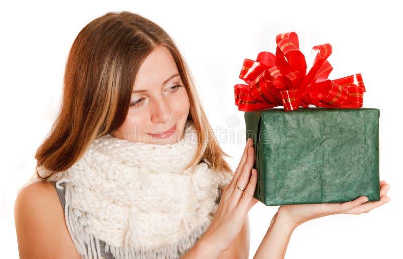 pudełkowata prezenta dziewczyny zieleni zima zdjęcia stock