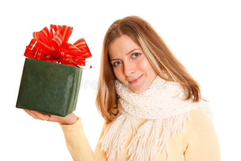 pudełkowata prezenta dziewczyny zieleni zima zdjęcie royalty free