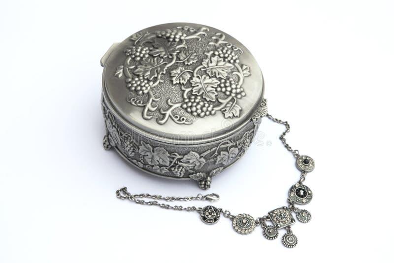 pudełkowatej biżuterię neckless srebra zdjęcie royalty free