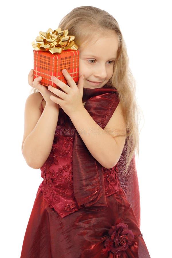 pudełkowatej prezenta dziewczyny mały ja target2524_0_ obraz royalty free