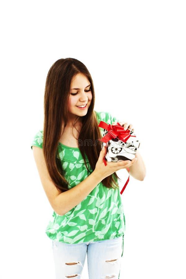 pudełkowatej prezenta dziewczyny szczęśliwy nastoletni obrazy royalty free