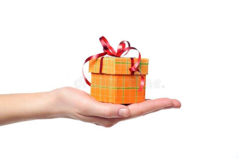pudełkowaty prezenta ręki mienie zdjęcie stock