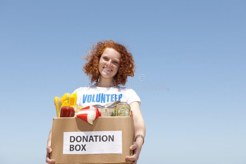 pudełkowaty przewożenia darowizny jedzenia wolontariusz