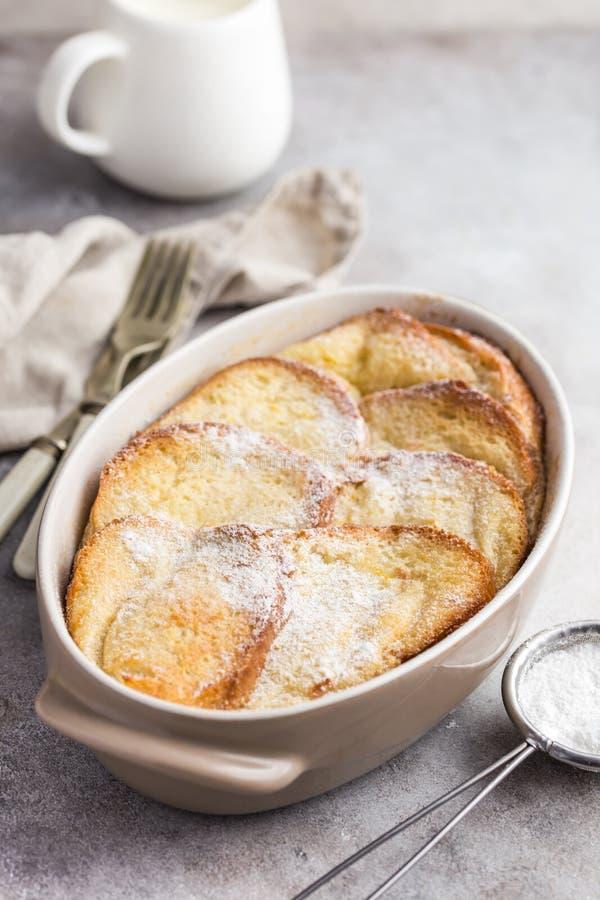 Pudim de pão com manteiga foto de stock