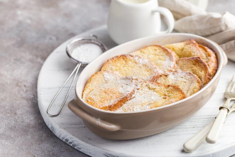 Pudim de pão com manteiga imagens de stock