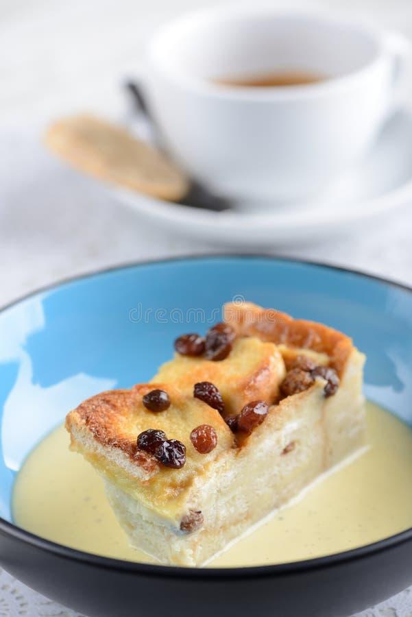 Pudim de pão com manteiga servido como sobremesas fotos de stock
