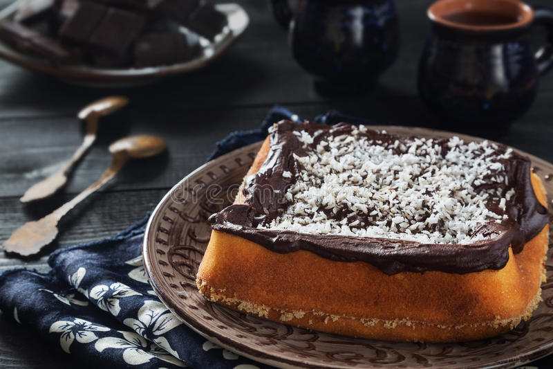 Pudim do coco do chocolate com copos fotos de stock royalty free