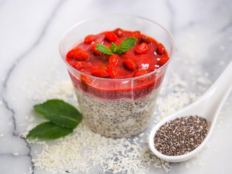 Pudim do vegetariano com sementes do chia foto de stock