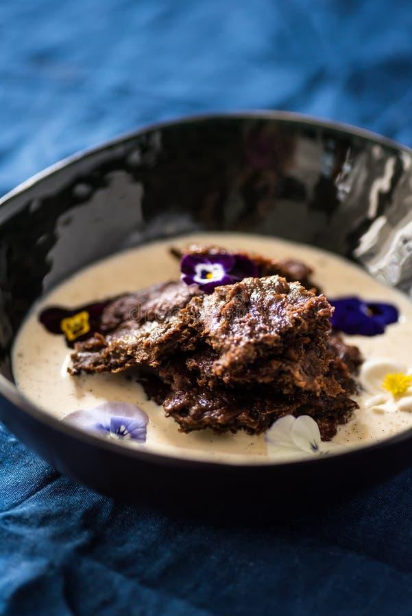 Pudim finlandês tradicional do centeio da Páscoa, com creme imagem de stock