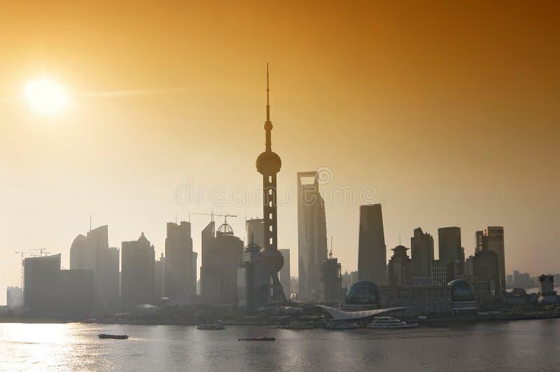 Pudong Skyline vid soluppgång, Shanghai, Kina arkivfoto