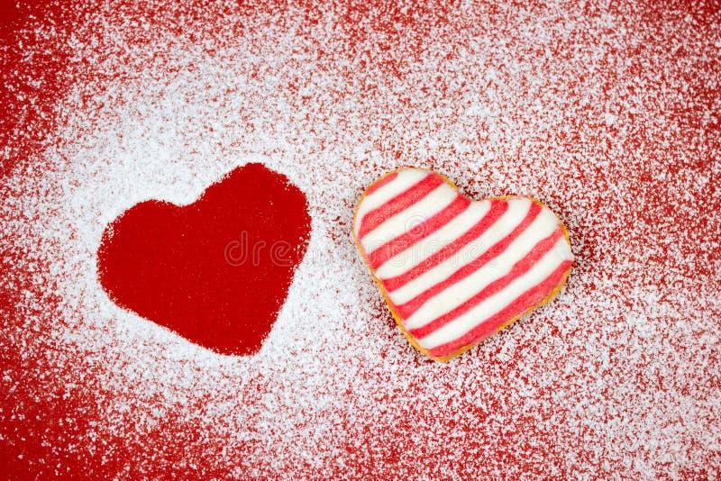 Pudrade formade kakor för socker hjärta fotografering för bildbyråer