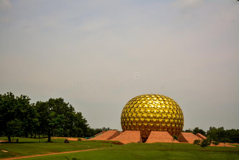 Puducherry, Indien - 30. September 2017: 'Mantrimandir ', eine Meditationsmitte in Auroville, Puducherry, Indien stockfotografie