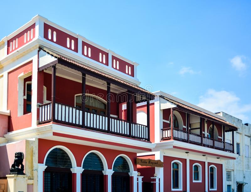 Puducherry, la India - 2 de octubre de 2017: Hotel de la herencia del Bayoud del chalet imagen de archivo