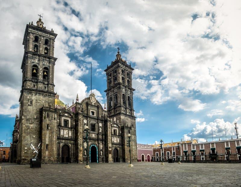 Puebla domkyrka - Puebla, Mexico royaltyfri bild