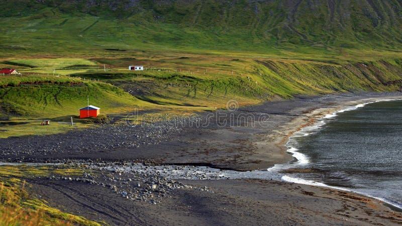 Pueblo aislado en Westfjords Islandia fotografía de archivo libre de regalías