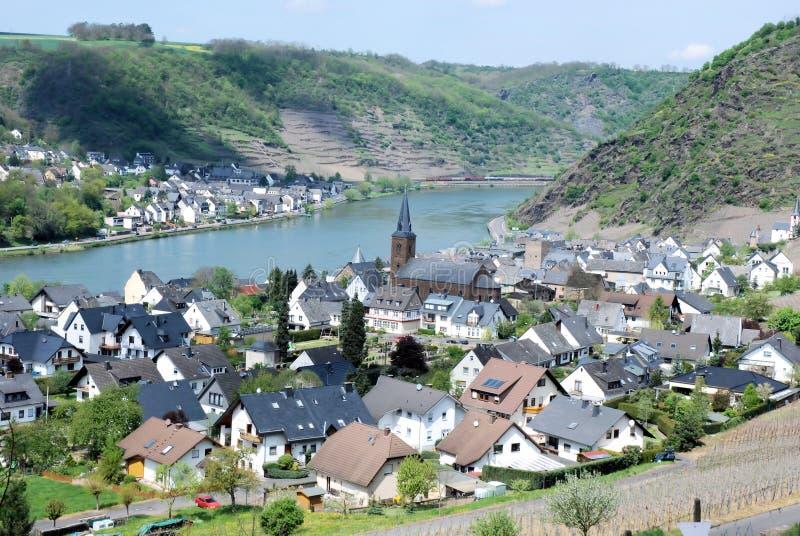 Pueblo alemán del vino de Alken, valle de Mosela, Eifel, Alemania fotografía de archivo libre de regalías