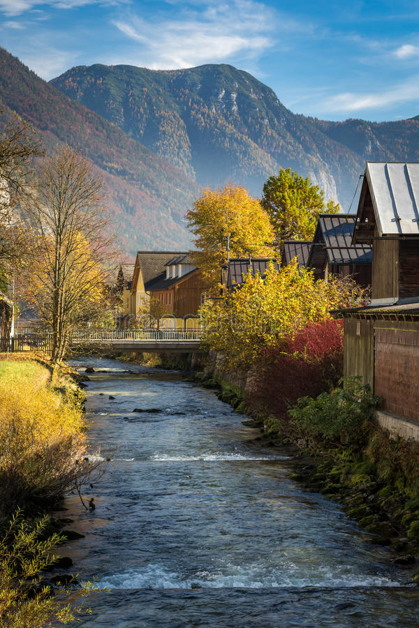 Pueblo alpino Hallstatt, Austria foto de archivo