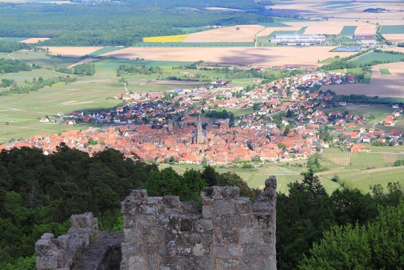 Pueblo Alsatian del Dambach-la-Ville fotos de archivo