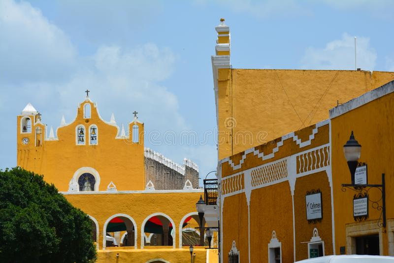 Pueblo amarillo de Izamal Yucatán en México imagen de archivo