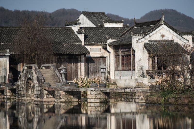 Pueblo antiguo chino del agua con el puente, la cultura y la vida de la tradición fotografía de archivo libre de regalías