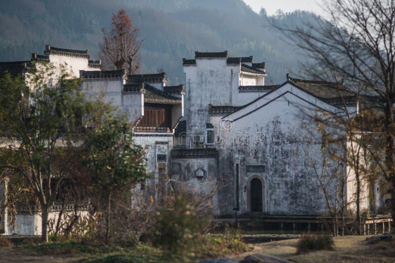 Pueblo antiguo chino del agua con la casa, la cultura y la vida de la tradición imagen de archivo
